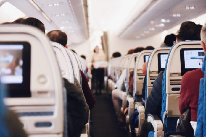 dragen mondkapje tijdens vliegreis